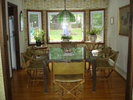 Bay window dinning room